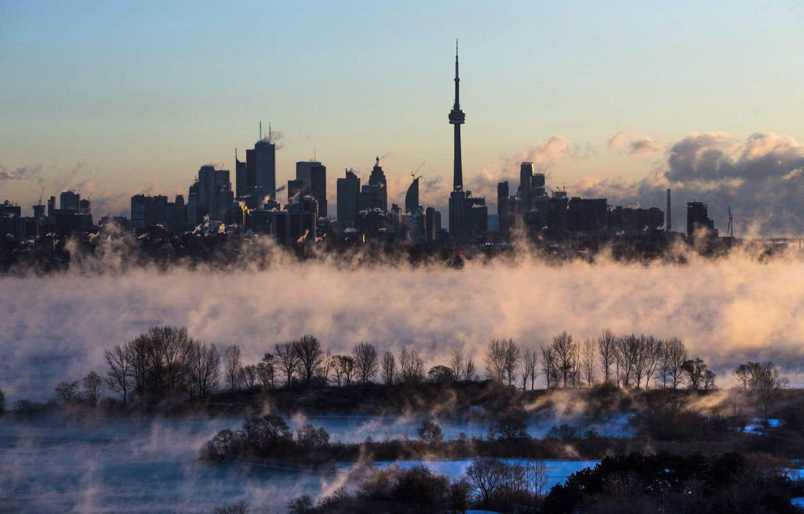 Au cours des dernières années, la population du centre-ville de Toronto a été multipliée par 20; elle est passée de 10000 à 200000 habitants.
