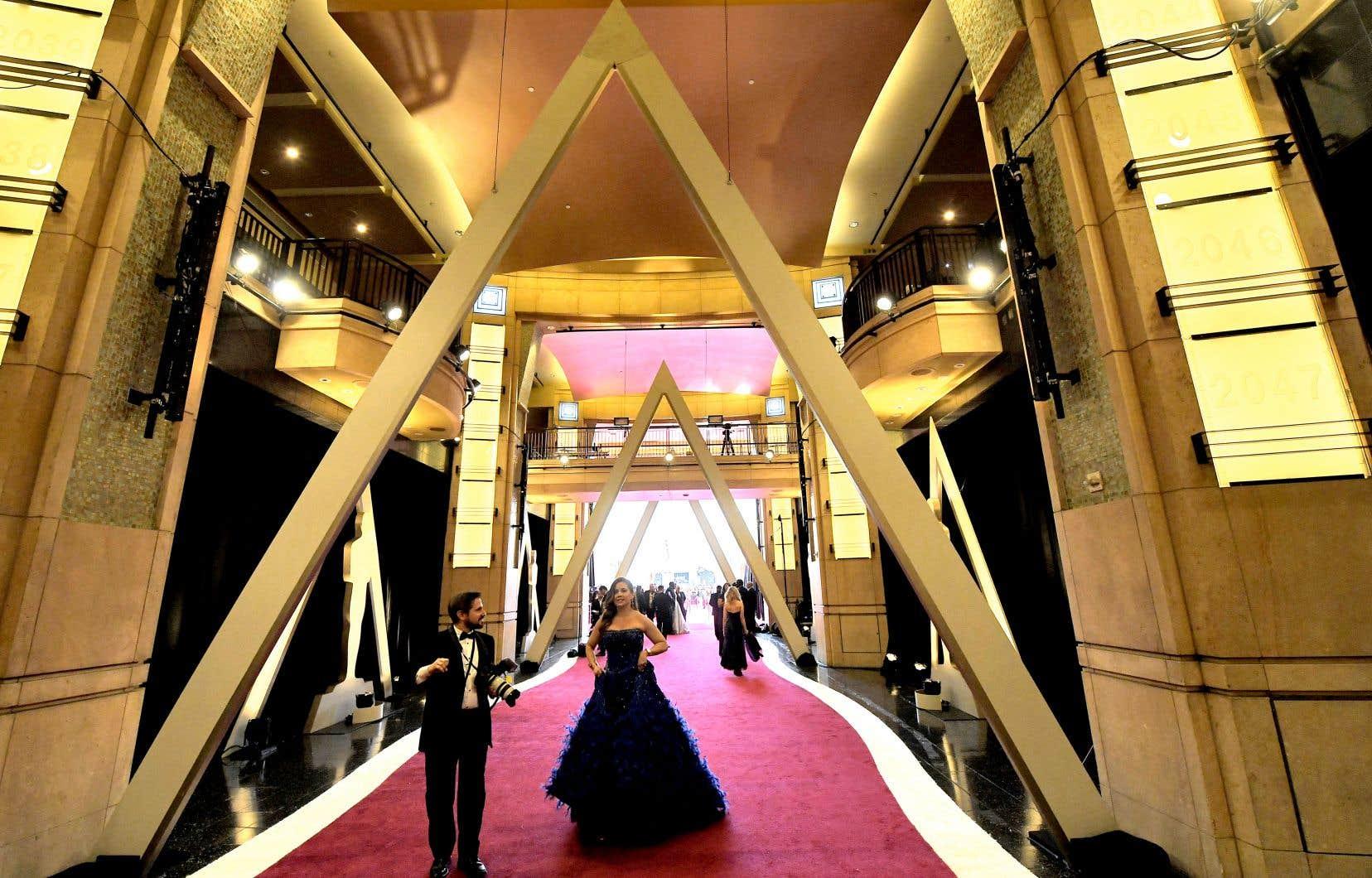 L'Académie des arts et sciences du cinéma remet au total 24 statuettes dorées.