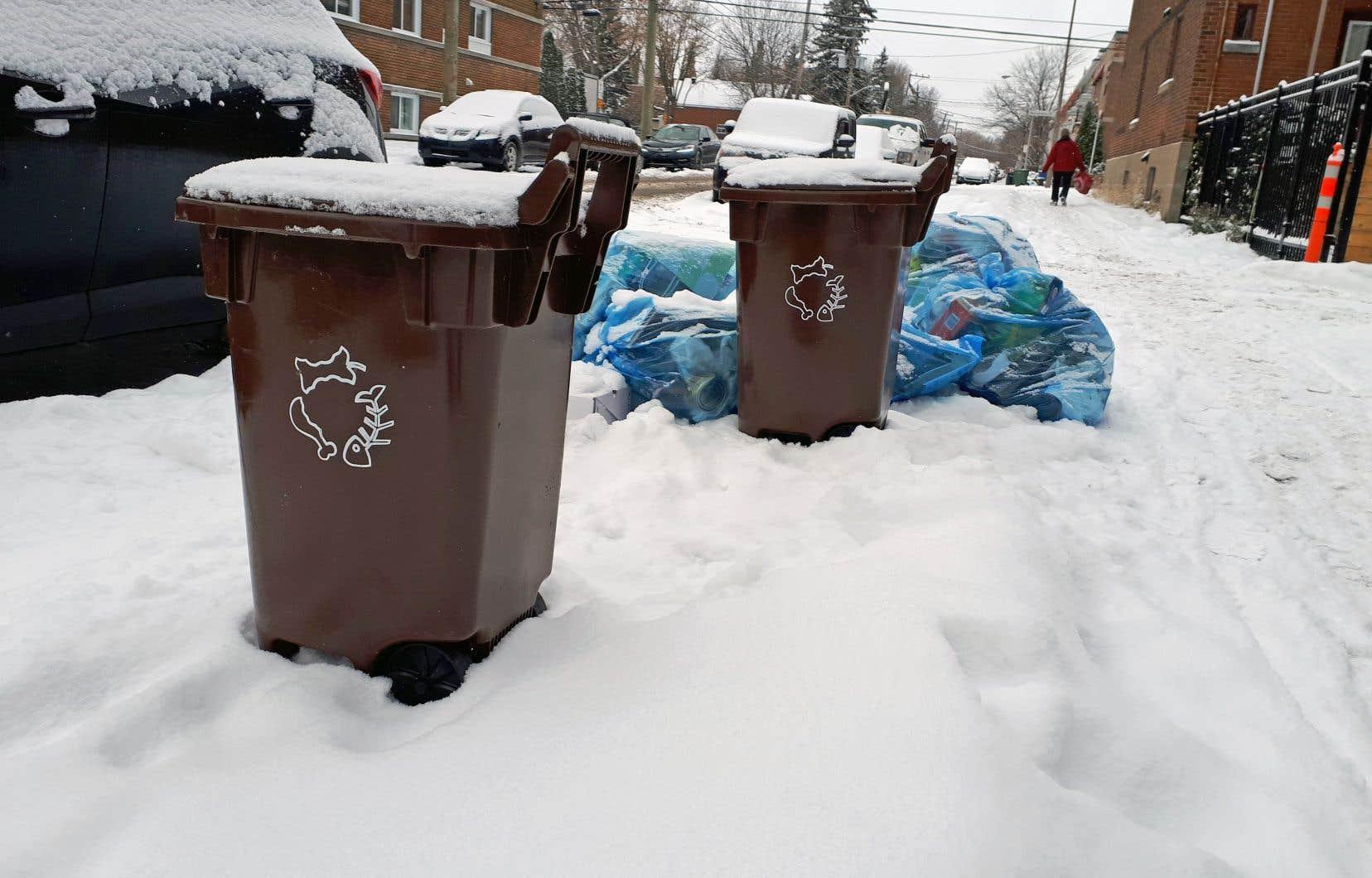 La Ville de Montréal a décidé, la semaine dernière, d'accorder un contrat de 175millions à l'entreprise Suez Canada Waste Services pour la construction d'un centre de compostage dans Saint-Laurent.