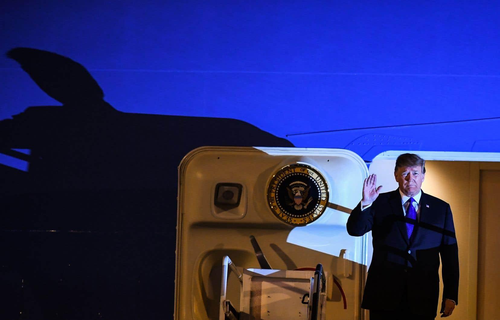 L'avion présidentiel «Air Force One» s'est posé dans la soirée à l'aéroport international Noi Bai après un voyage de plus de 20heures.