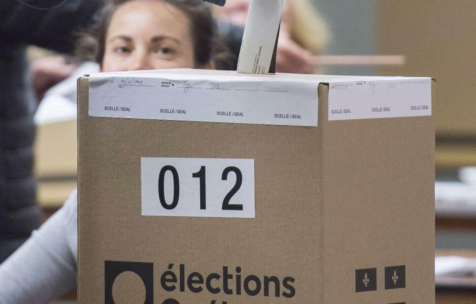 La réforme du mode de scrutin ne fera pas l'objet d'un référendum, a par ailleurs réitéré MmeLeBel mardi.
