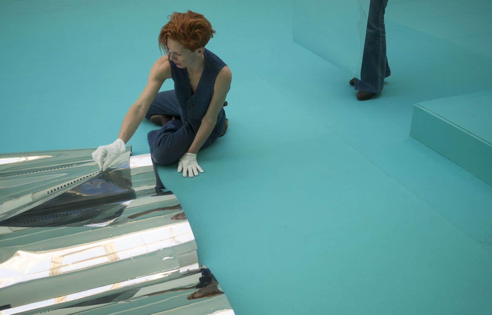 Il y aura, dans un espace transformé par la couleur turquoise, une distribution formidable à force d'être bigarrée.