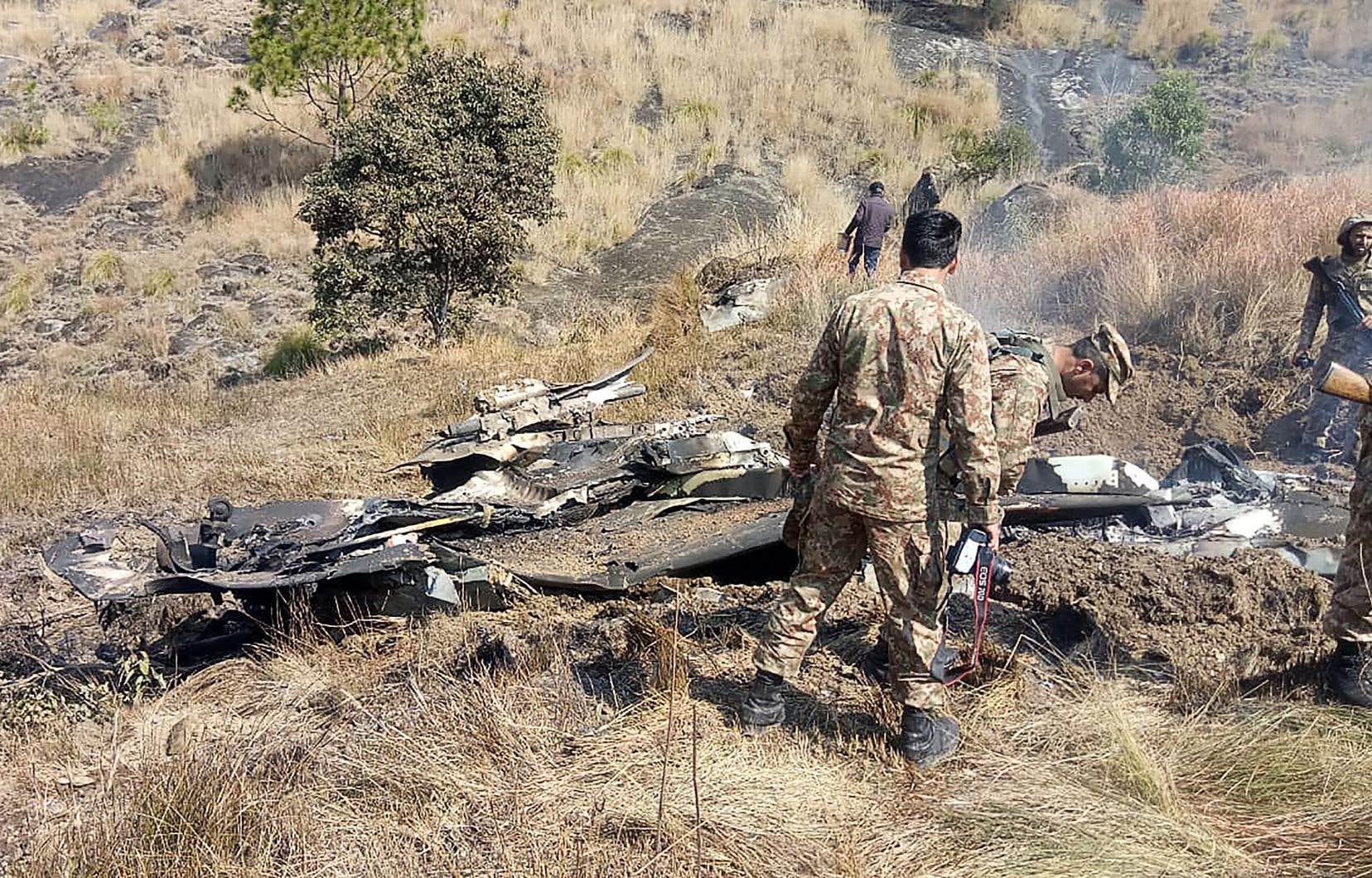 Les forces armées pakistanaises ont affirmé mercredi avoir abattu deux avions indiens dans l'espace aérien pakistanais.