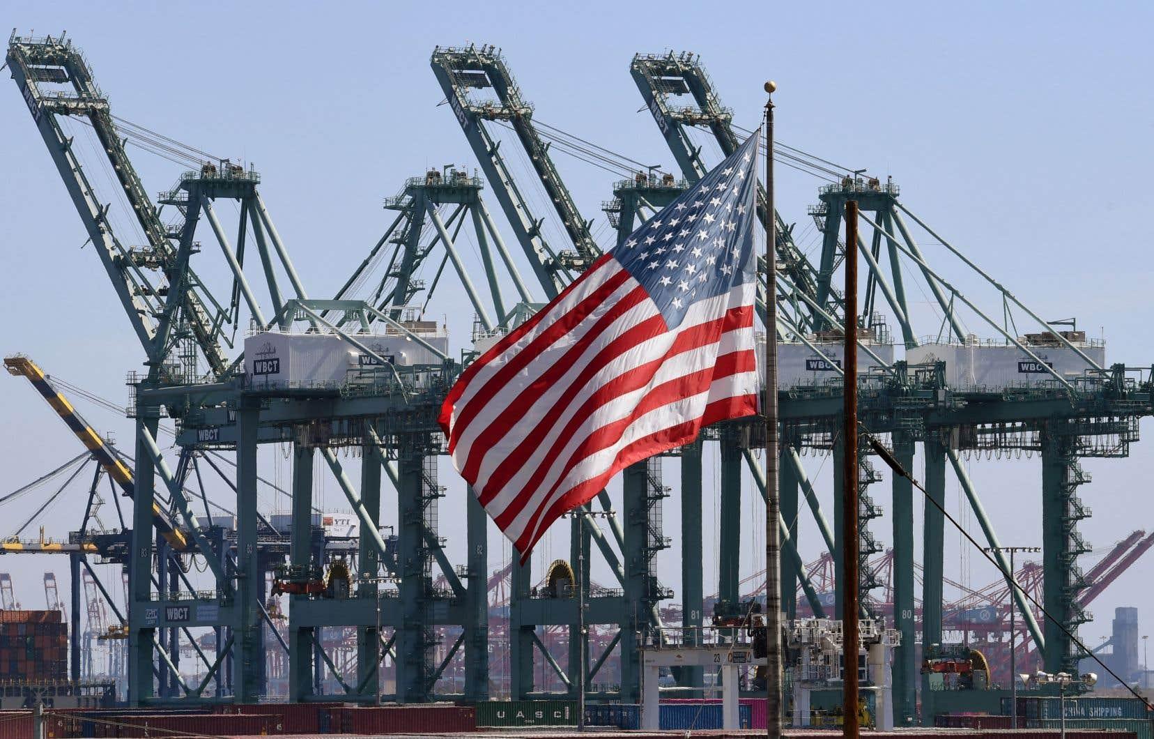 Pour le principal conseiller économique de la Maison-Blanche, Larry Kudlow, cette performance veut dire que «les politiques menées marchent, comme la baisse des impôts, la dérégulation, la réforme du commerce».