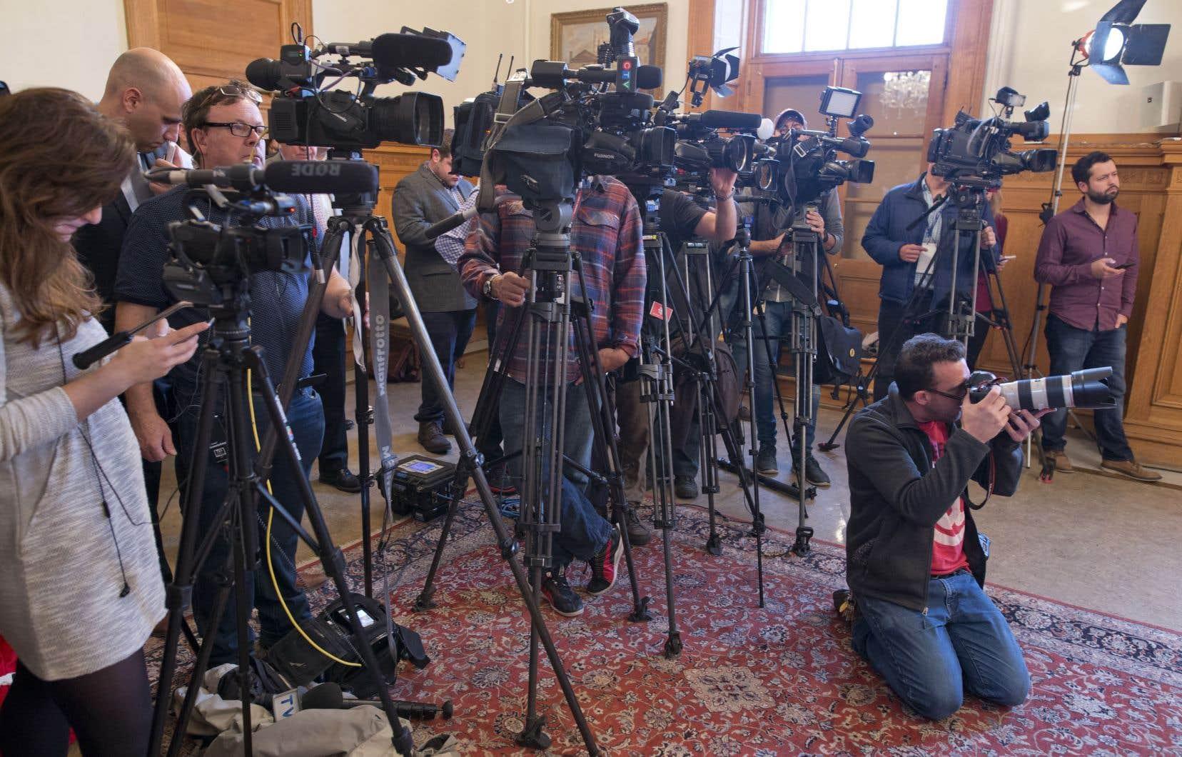 La notion de collaboration — médiatique et gouvernementale — apparaît comme une piste de solution efficace contre la désinformation et les menaces étrangères sur le processus électoral.