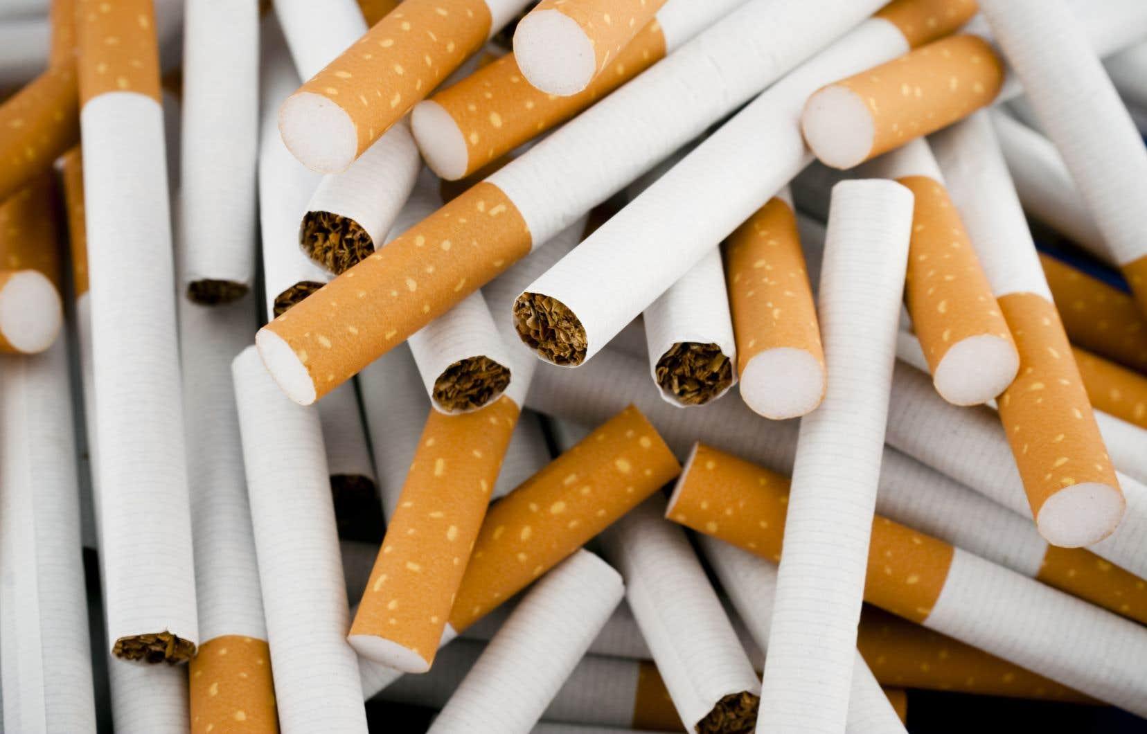 Les trois géants du tabac au Canada devront verser environ 17 milliards de dollars en dommages et intérêtsà quelque 100000 Québécois ayant souffert des ravages de la cigarette.
