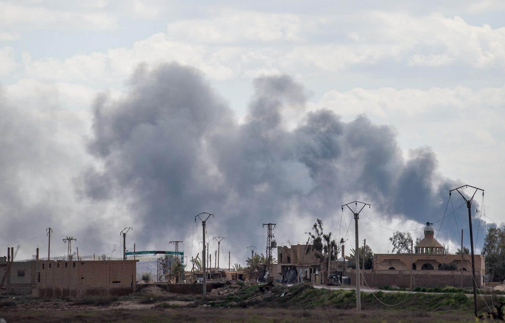 Les derniers djihadistes sont retranchés dans des tunnels, au milieu d'un océan de mines, dans la périphérie Est du village de Baghouz.