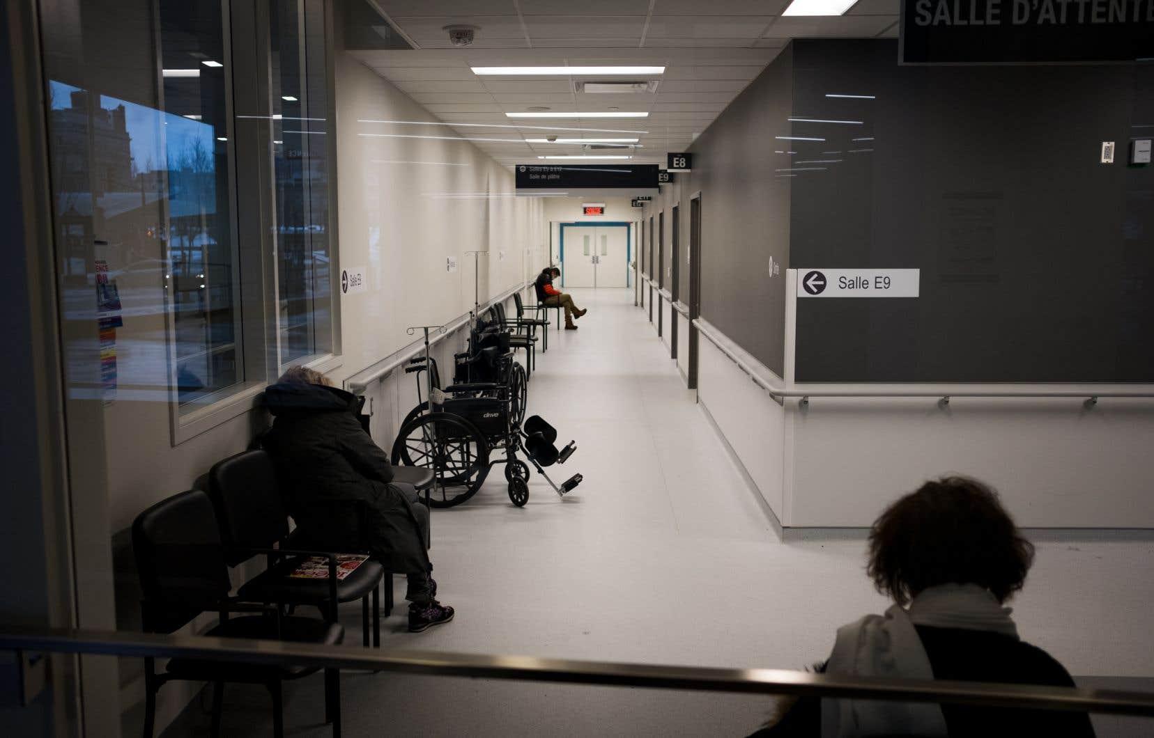 Les enfants nés au Québec de parents n'étant pas considérés comme résidents temporaires ne sont pas couverts par la RAMQ.<br />