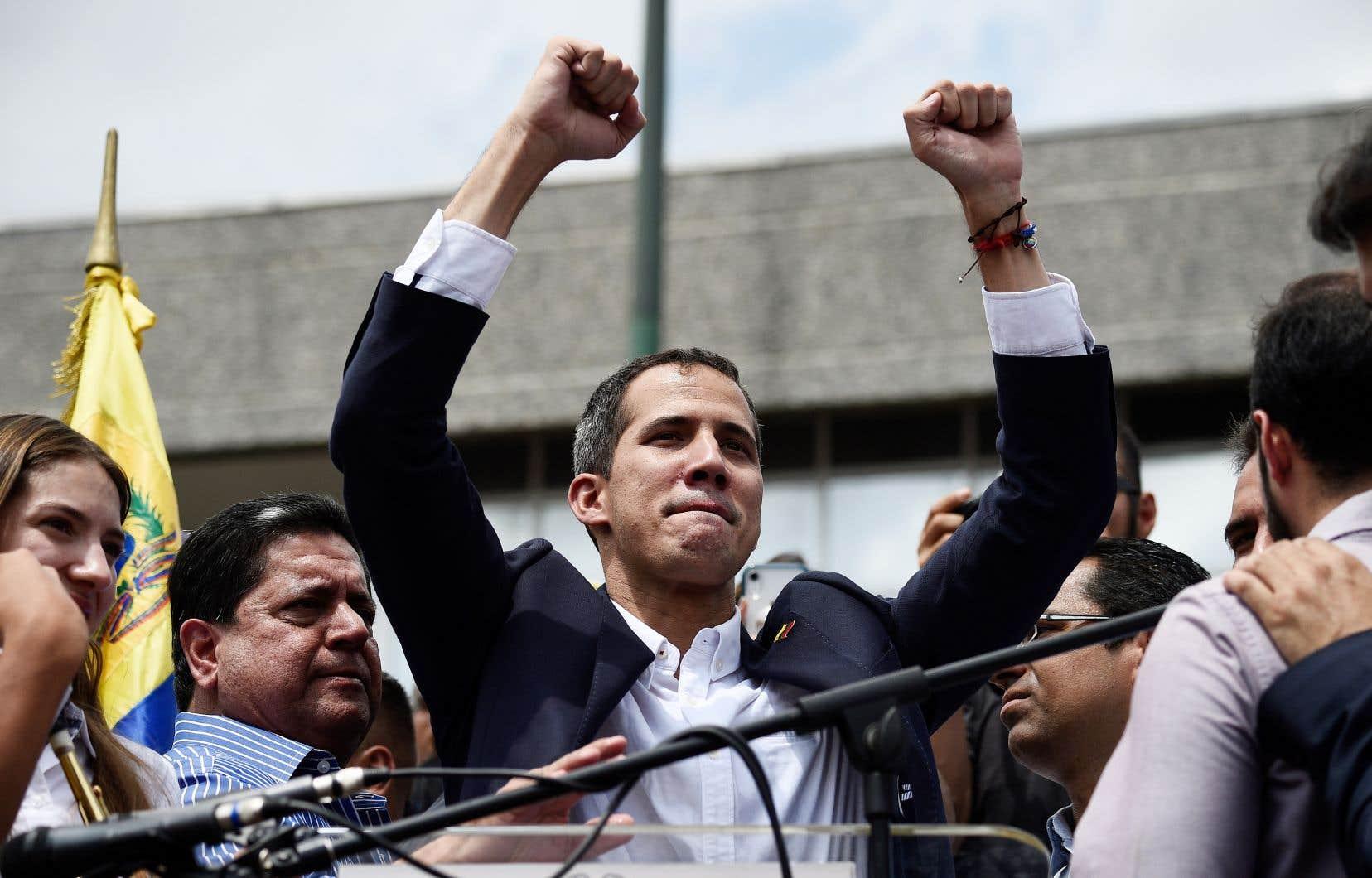 L'opposant autoproclamé président Juan Guaidó à son arrivée à Caracas lundi