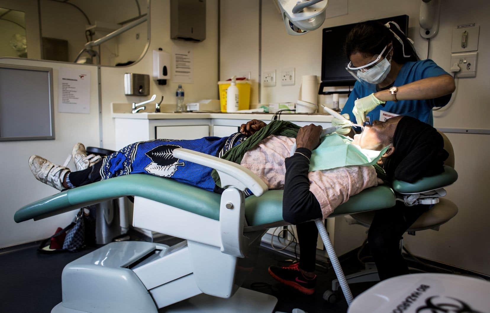 «Il est primordial que tous soient sensibilisés à l'importance des soins quotidiens de la bouche, la santé bucco-dentaire étant partie intégrante et indissociable de la santé globale», rappelle l'ACDQ.
