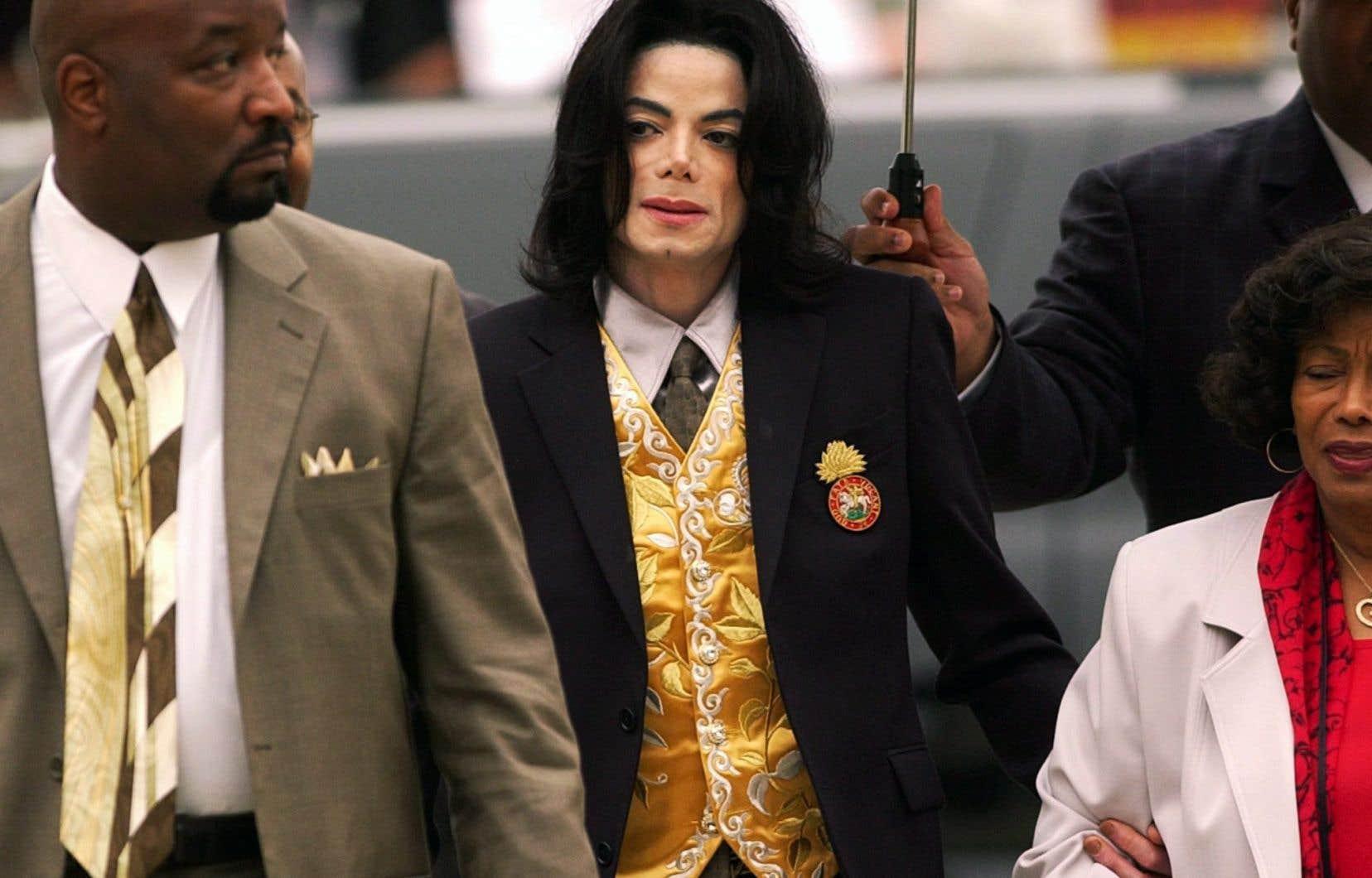 «Michael a été victime d'accusations fausses presque toute sa vie, venant de vautours avides d'argent ou de gloire. Il n'y a rien de changé», a notamment écrit sur Twitter la musicienne Arika Kane.