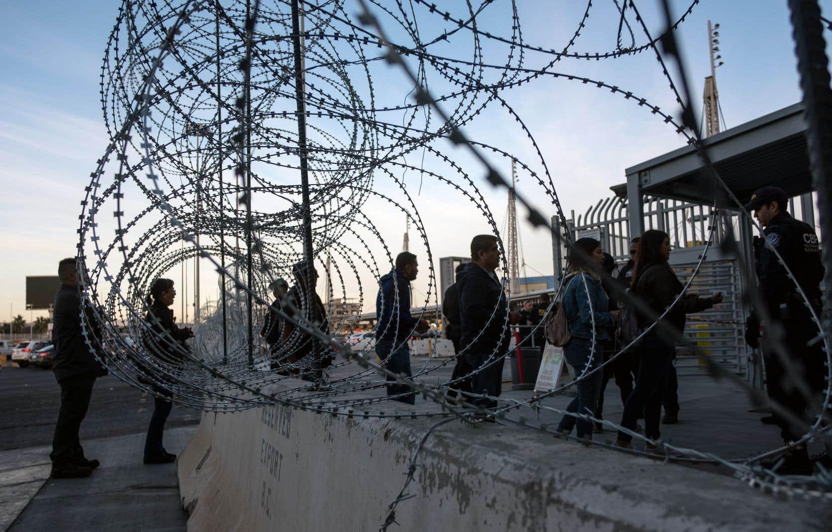 Parmi les individus fichés par la police des frontières figurent dix journalistes, dont sept de nationalité nord-américaine, un avocat américain et quarante-sept personnes originaires des États-Unis ou d'autres pays qui sont qualifiées d'organisateurs, d'instigateurs ou dont les rôles sont «inconnus».
