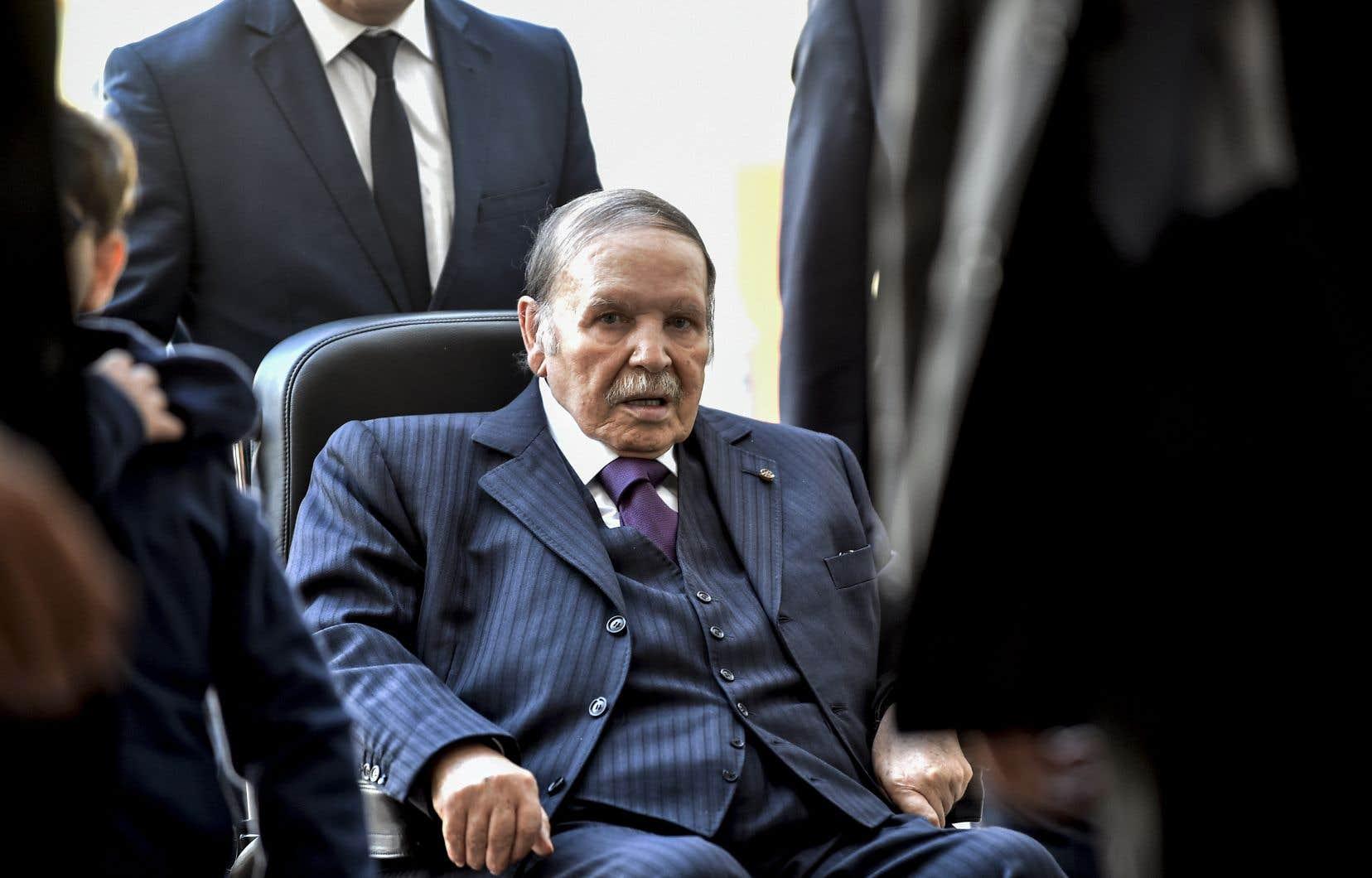 Âgé de 82ans, AbdelazizBouteflika est affaibli par les séquelles d'un AVC, qui l'ont empêché depuis 2013 de s'adresser de vive voix à ses concitoyens.