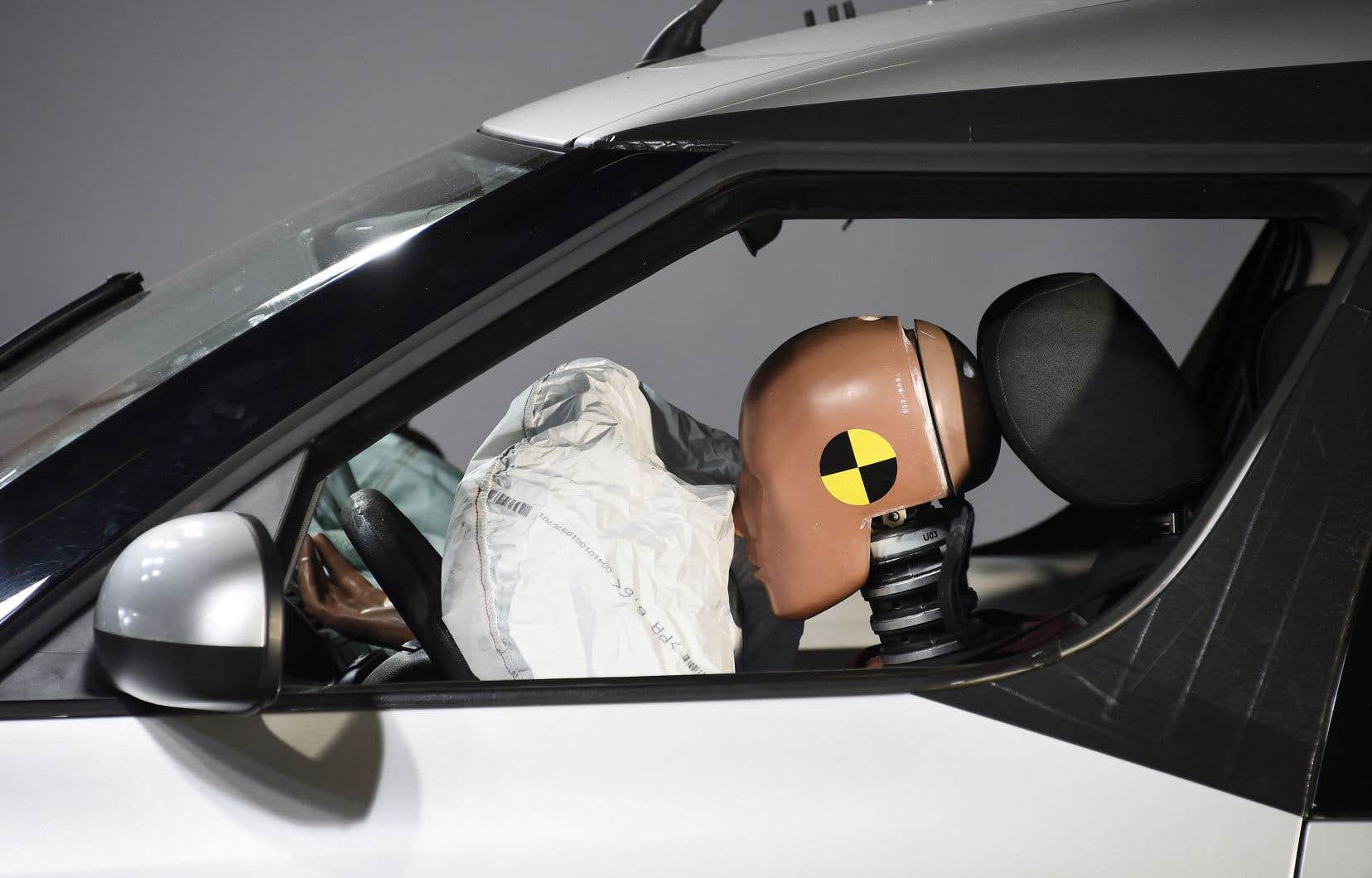 Ce n'est qu'en 2011 que les États-Unis introduisent des mannequins féminins dans les tests de collision, quand un test réglementaire l'exige dans l'Union européenne.