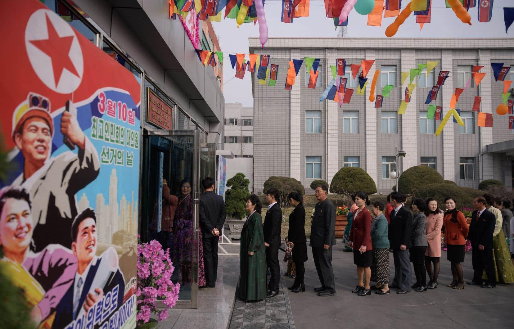 Tous les cinq ans se tiennent des élections législatives pour désigner les membres de l'Assemblée suprême du peuple, le Parlement nord-coréen.