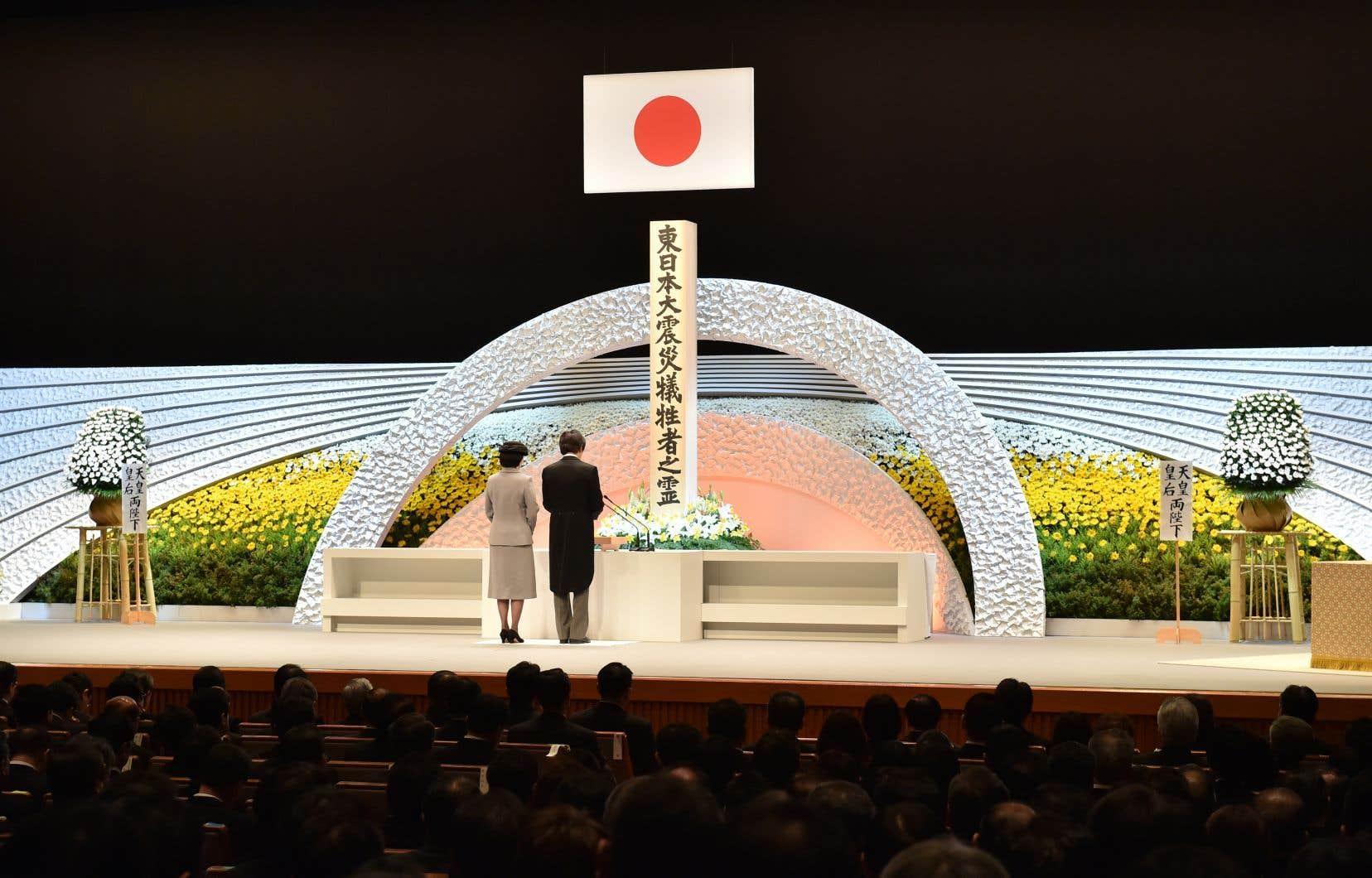Un hommage national a été rendu aux victimes à Tokyo, en présence du prince Akishino, le fils cadet de l'empereur Akihito, et de son épouse Kiko, tous deux représentant le couple impérial.