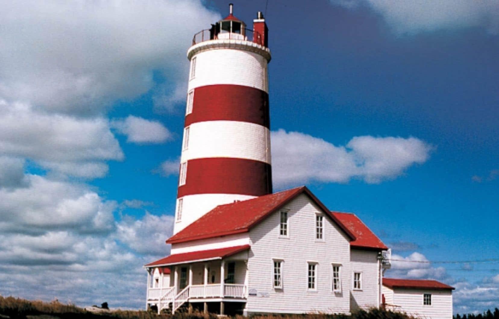 Le phare de Pointe-des-Monts est classé monument national.<br />