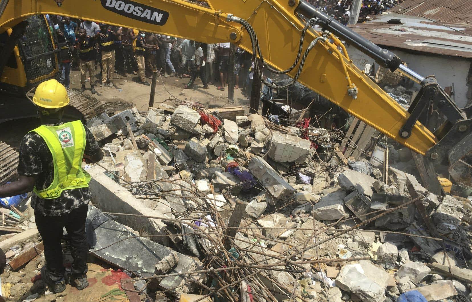 Il est encore difficile d'établir un bilan des victimes, une grande confusion régnant sur les lieux de l'accident à Lagos.