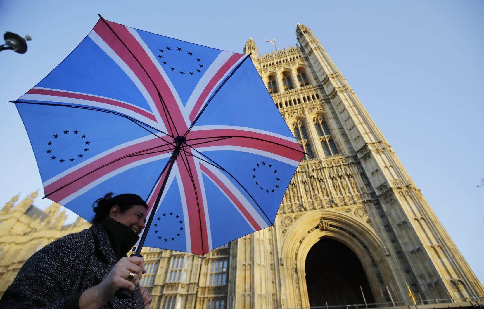 Le Parlement et le pays sont profondément divisés sur les modalités de mise en oeuvre de la sortie de l'Union européenne.