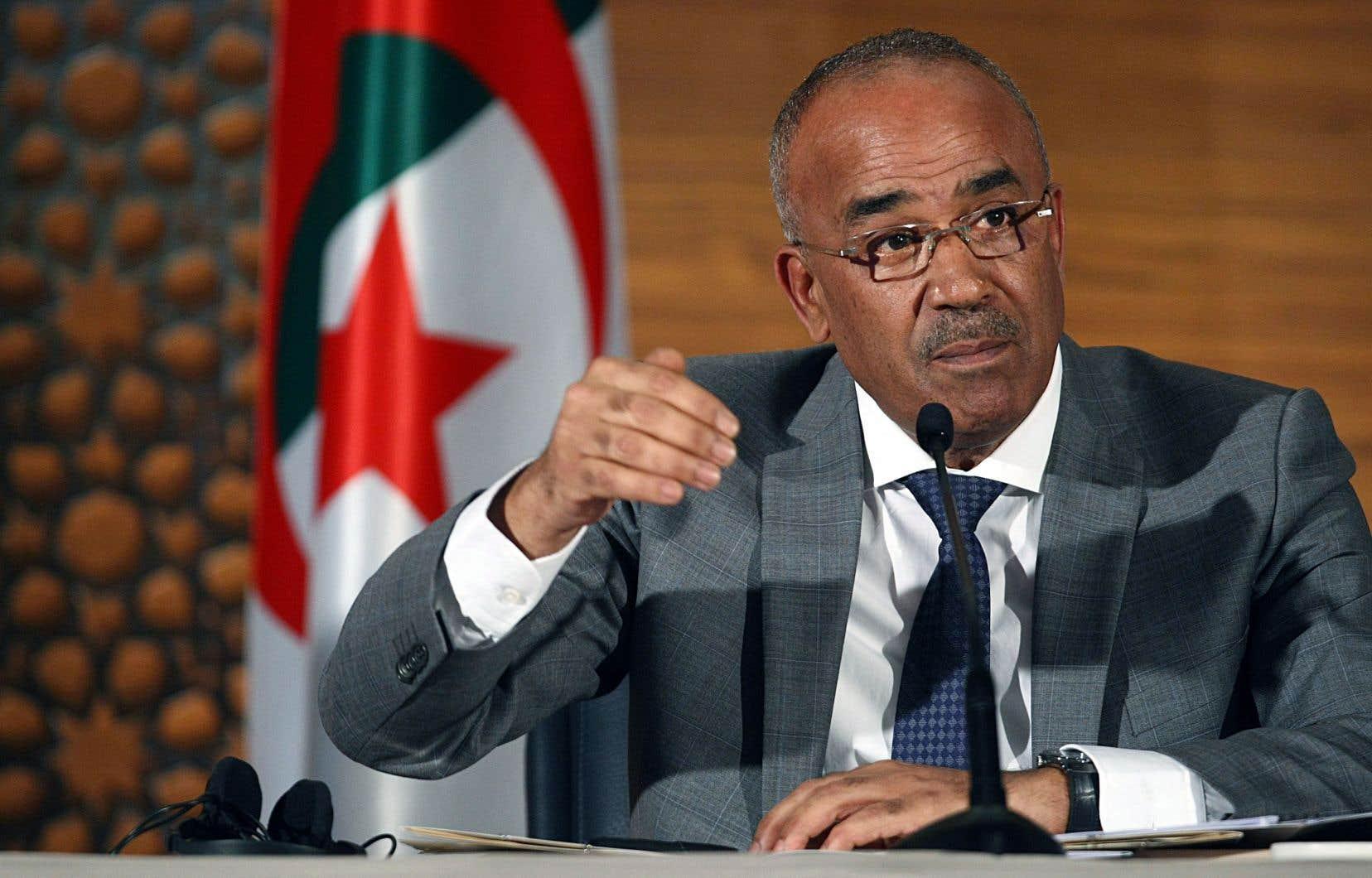 Le premier ministre Noureddine Bedoui a justifié par la «volonté du peuple» le report de la présidentielle et la prolongation par le chef de l'État de son mandat.