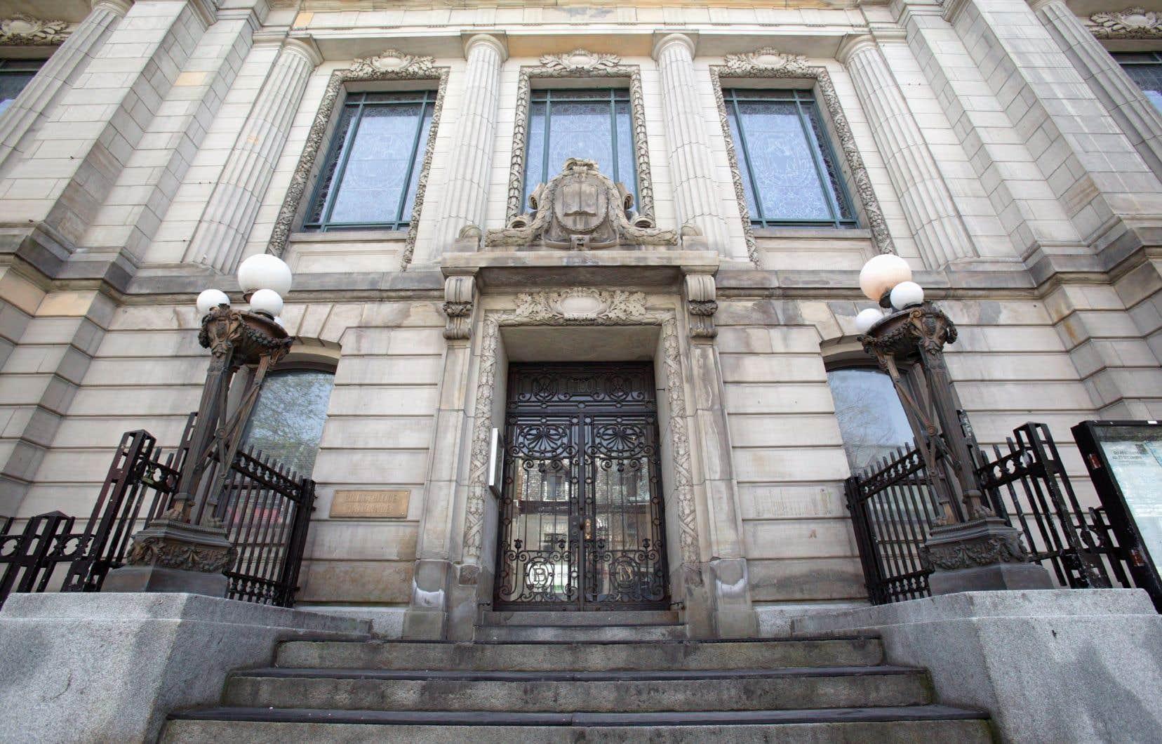 Une bibliothèque pour les adolescents et un laboratoire médiatique seront aménagés dansl'ancienne bibliothèque Saint-Sulpice de la rue Saint-Denis à Montréal.