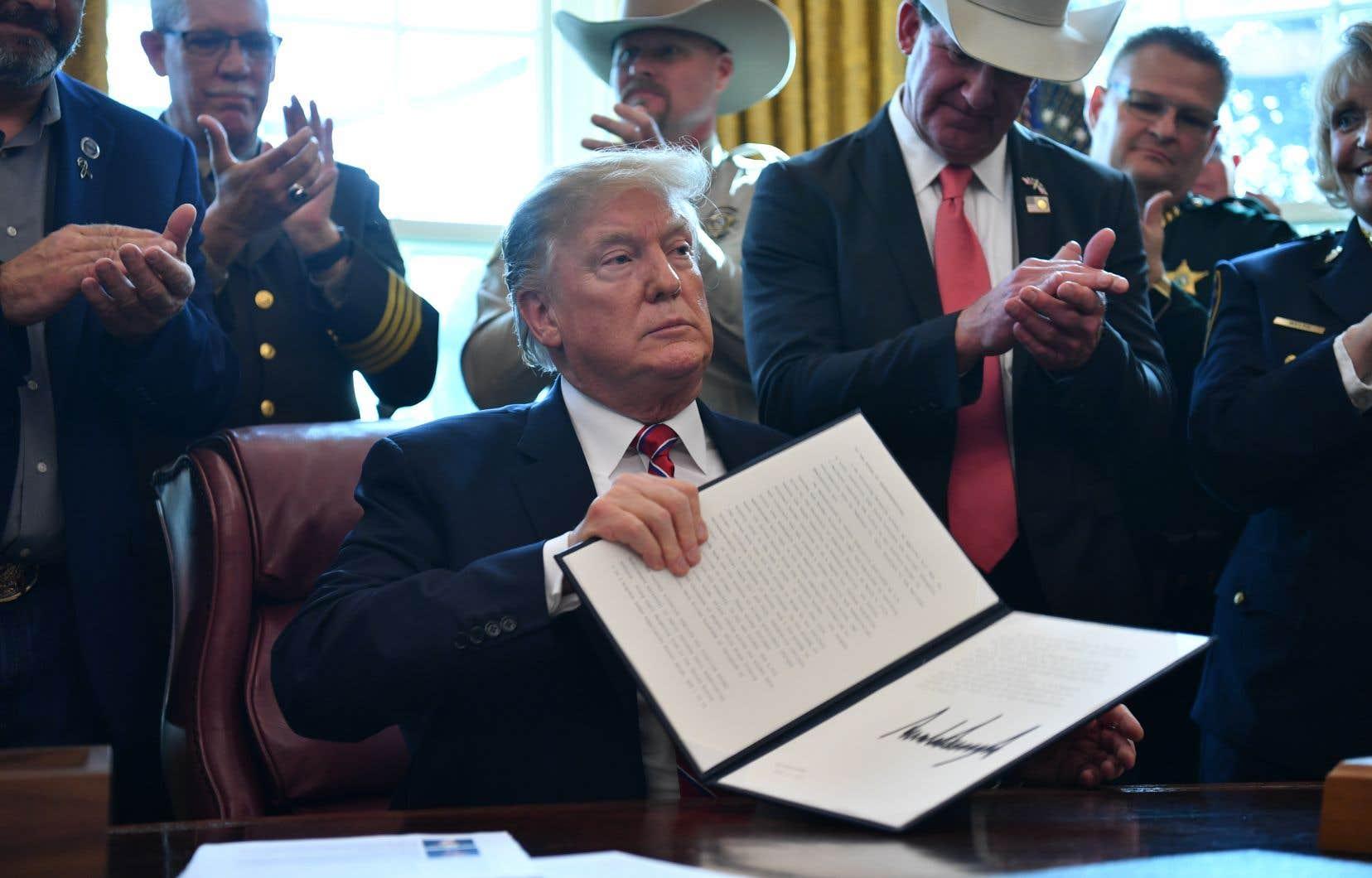 Le président américain, Donald Trump, a fait usage de son veto pour financer la construction de son mur frontalier.