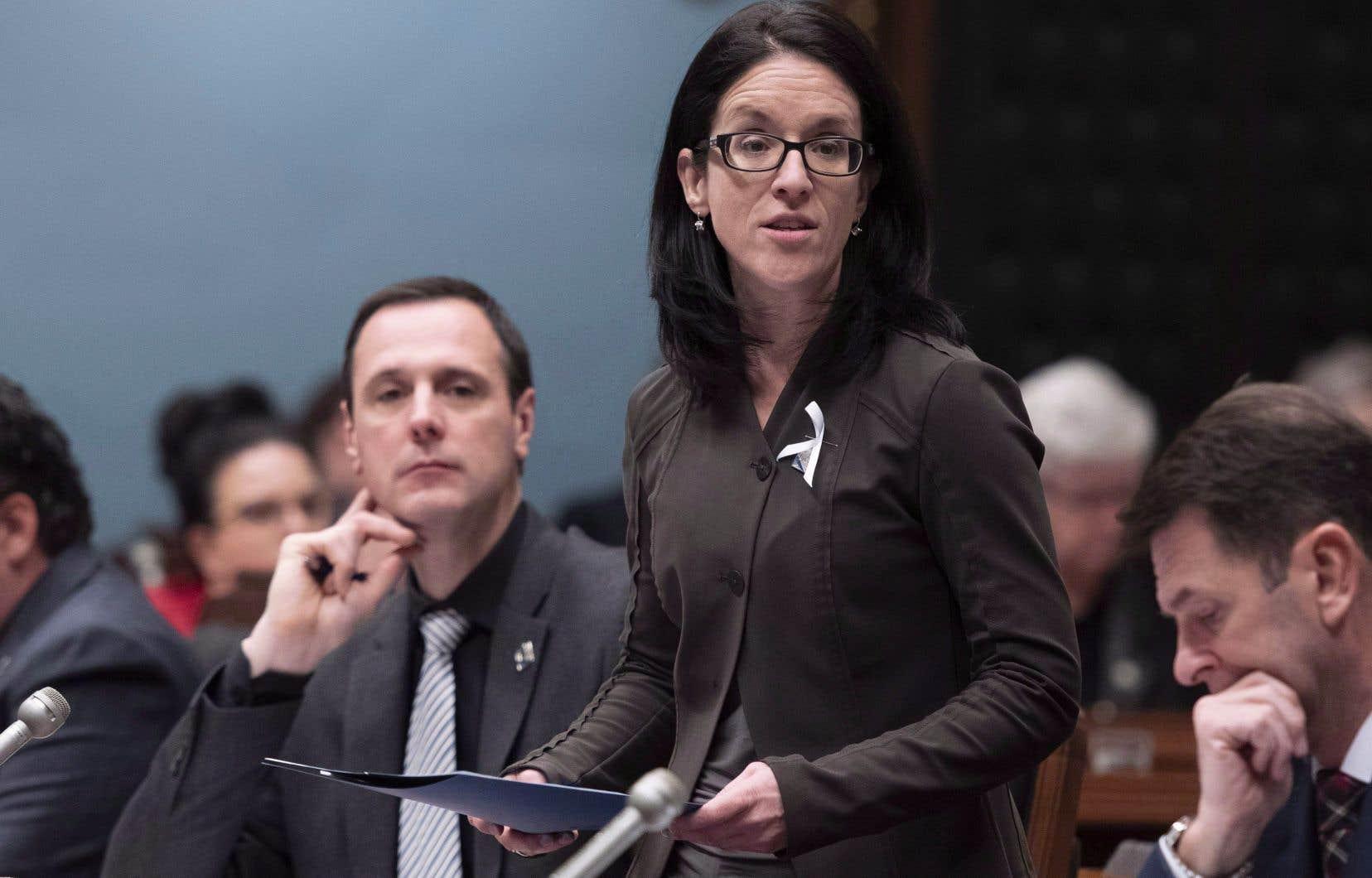 À l'issue du processus, deux projets de loi seront déposés, mais la ministre de la Justice, Sonia LeBel, n'a pas voulu promettre qu'ils seront adoptés d'ici quatre ans.