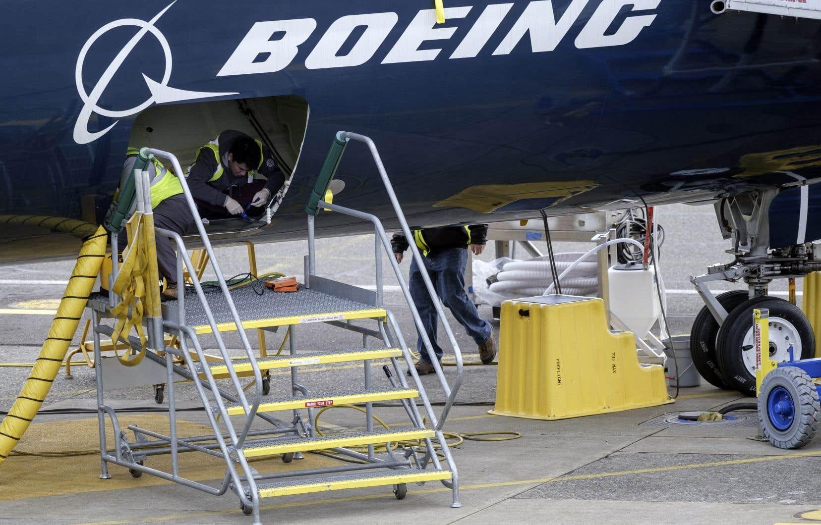 Depuis 2005, les représentants responsables de la certification d'un appareil ne sont plus nommés par l'agence de l'aviation civile américaine, mais plutôt choisis par l'avionneur concerné.