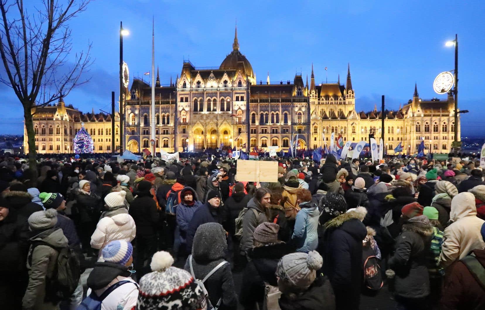 Depuis 1990, la Hongrie aurait perdu presque 10% de sa population. Plusieurs incriminent le régime corrompu de Viktor Orbán.