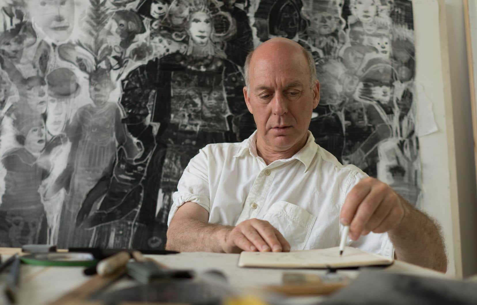 Jean-Pierre Larocque, qui a longtemps vécu à Los Angeles, aime travailler avec le fusain et l'argile.