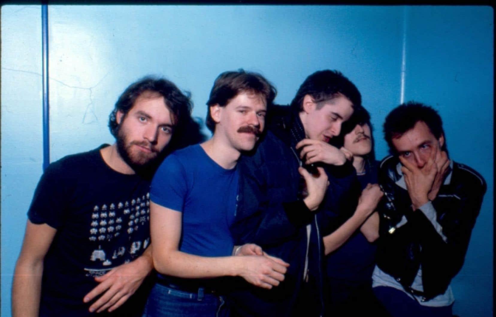 Bruno, Richard Z., Yves P. et Guy A. sont accompagnés par leur metteur en ondes à CIBL, Serge Lafortune. André Ducharme manquait à l'appel en cette journée de 1983.<br />