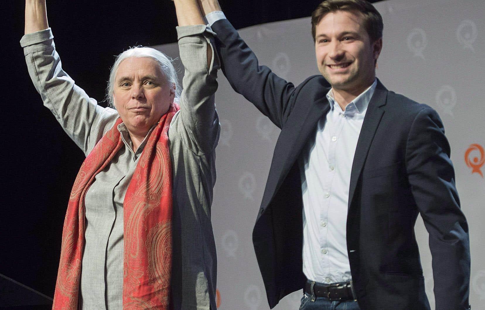 Québec solidaire a damé le pion au Parti québécois en devenant la deuxième opposition. On voit ici les co-porte-parole Manon Massé et Gabriel Nadeau-Dubois, photographiés lors du conseil national de leur parti en décembre dernier.