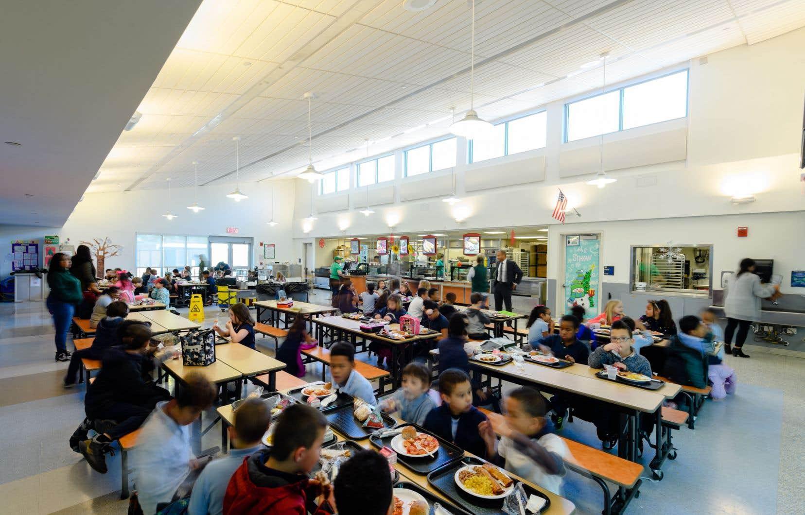 Une des cafétérias scolaires où Brigaid a revu le menu pour miser sur les aliments de base plutôt que ceux ultratransformés.