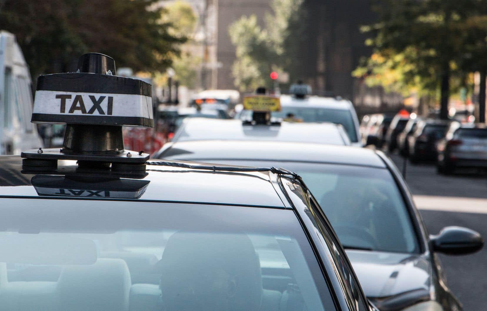 Plus tôt cette semaine, le ministre a annoncé une réforme qui prévoit notamment de mettre fin aux territoires exclusifs réservés et au contingentement des taxis.