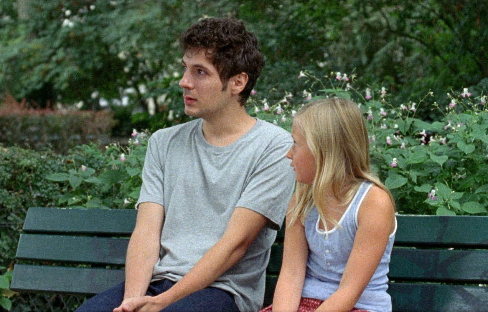 Vincent Lacoste sert à merveille le rôle de David, appuyé avec aplomb par la petite Isaure Multrier.