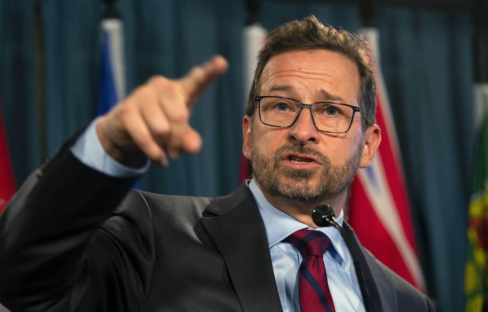Yves-François Blanchet a indiqué dans un autre gazouillis dimanche qu'il allait lui-même écrire à l'ombudsman de CBC.