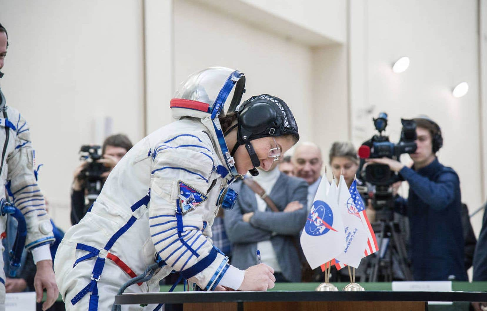 <p>Christina Koch devra sortir avec un astronaute masculin.</p>