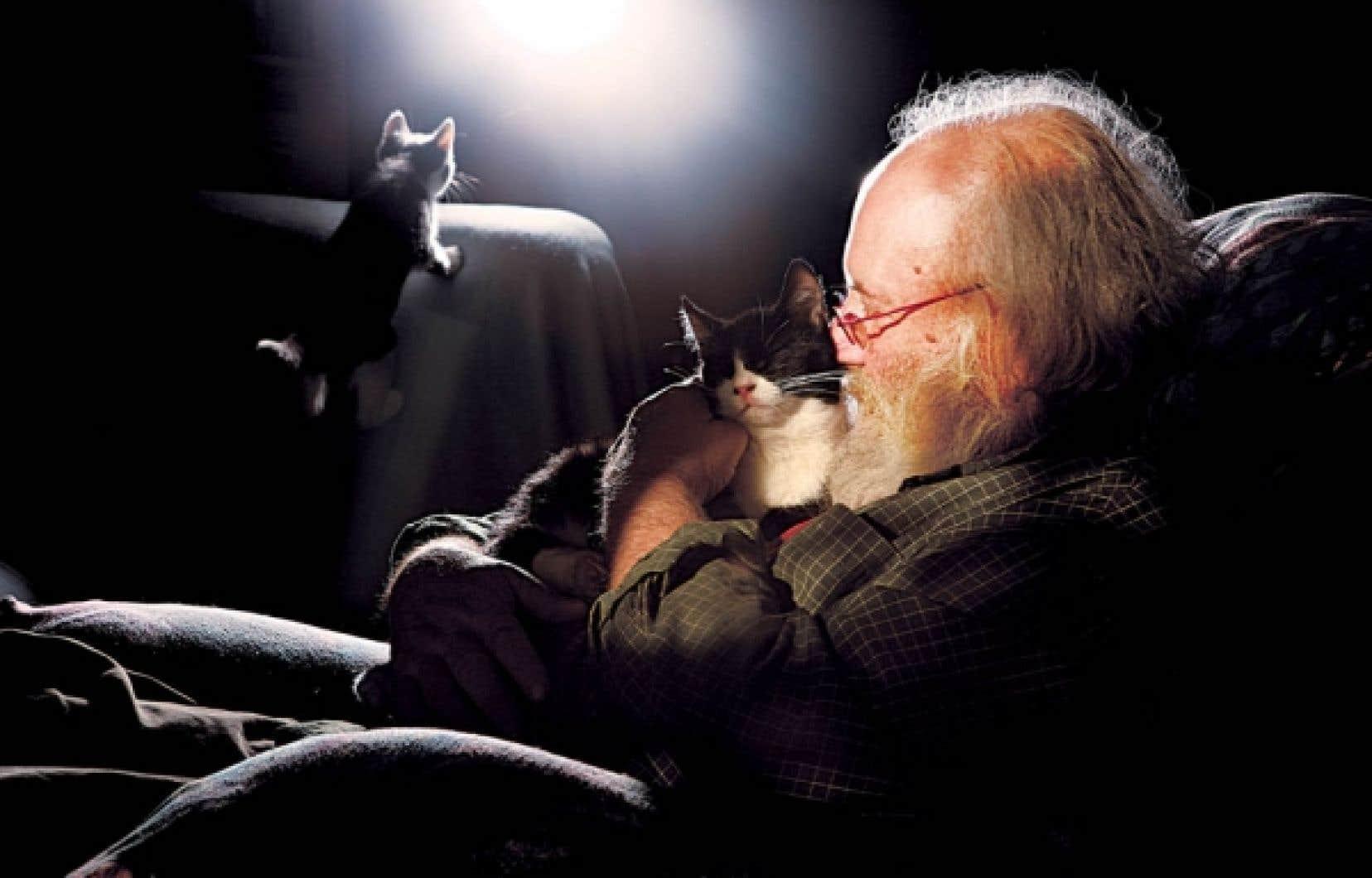 Aussi adroit avec les brebis qu'avec les chats, les cochons ou les chevaux, Victor-Lévy Beaulieu aurait pu être vétérinaire. Il rêvait d'étudier le cerveau. Il a plutôt consacré ses heures à décrypter l'âme humaine tout en se réfugiant auprès des animaux.