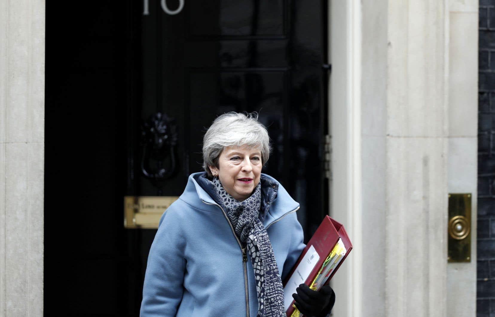 La première ministre, mercredi, quittant le 10 Downing Street