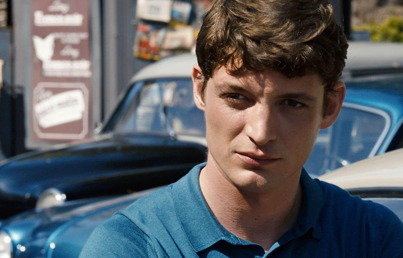 Niels Schneider tient le rôle de Philippe, bourgeois plein de charisme et de fiel qui éblouit et humilie Rachel (Virginie Efira).