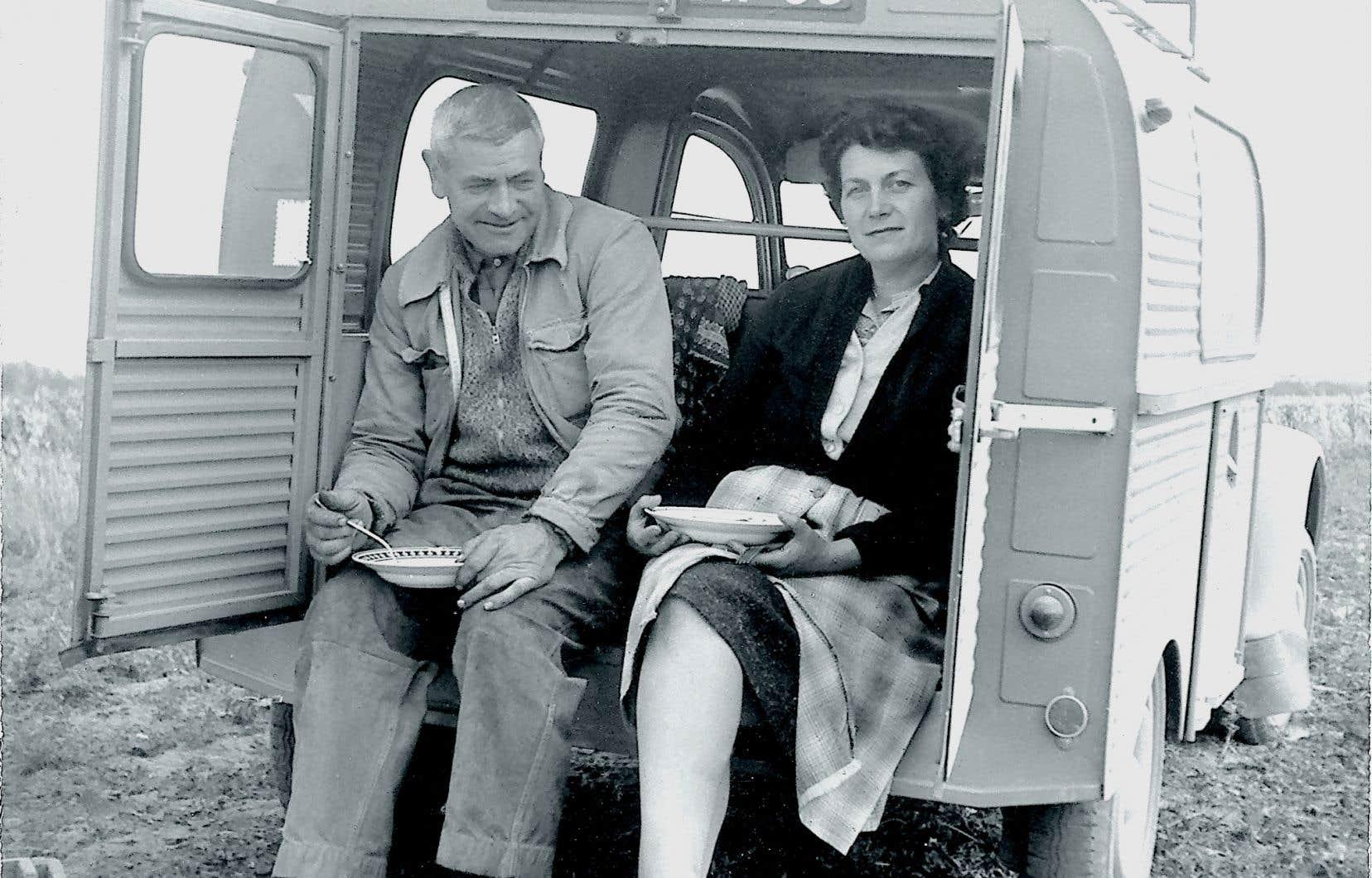 Henri et Madeleine Laroche au Domaine Laroche, à Chablis, en septembre 1961.