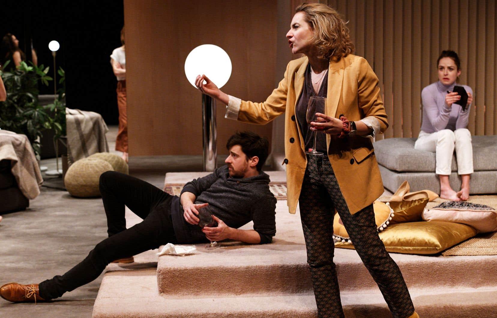 Louis (Benoit Drouin-Germain), le «no» future, Gabrielle (Léane Labrèche-Dor), la cynique assumée, et Raphaëlle (Catherine Chabot), l'indécise résignée, ont des échanges incisifs durant la pièce «Lignes de fuite». Ils cherchent à la fois le sens et la fuite.