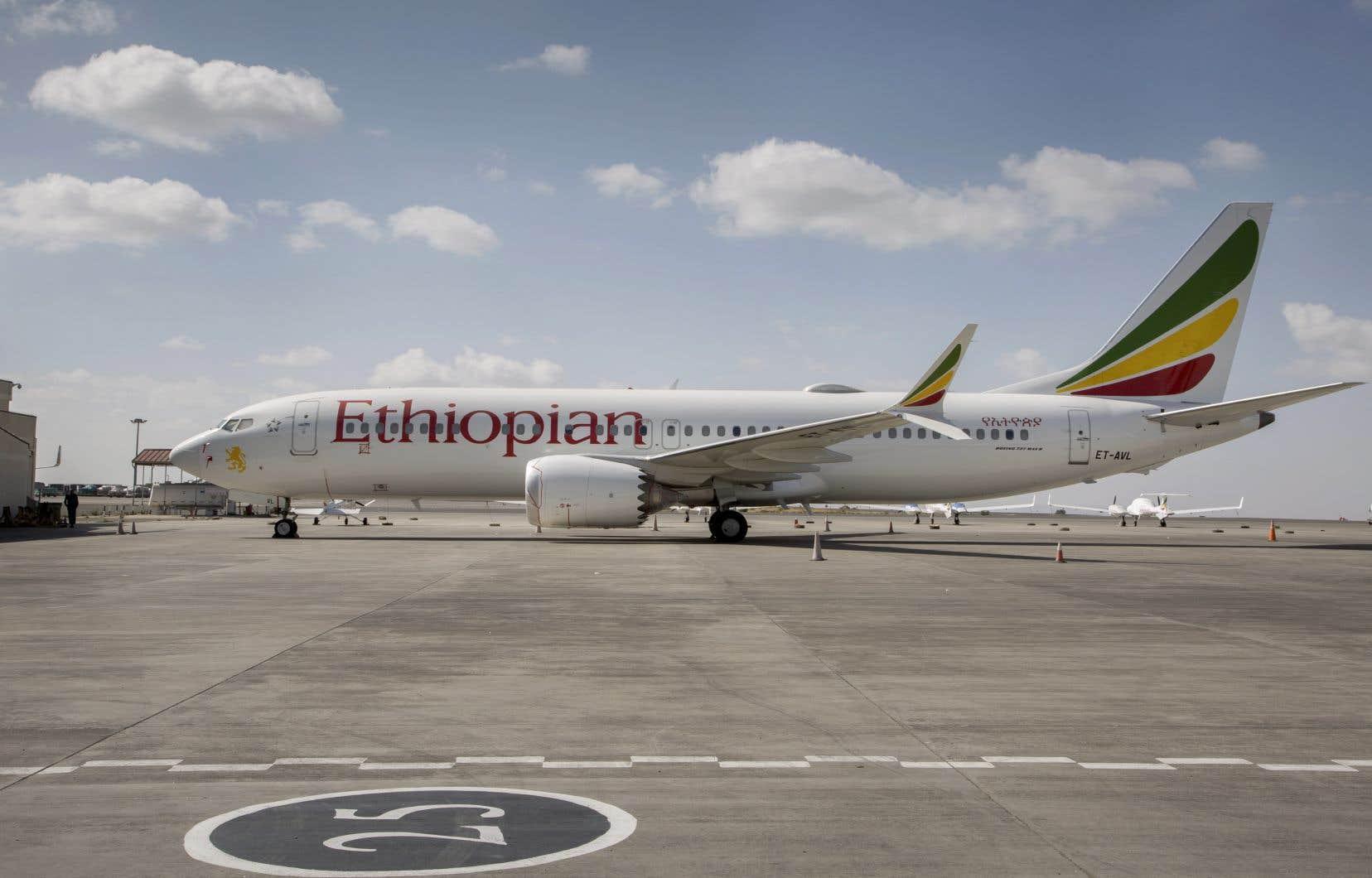 Un Boeing 737 MAX 8 d'Ethiopian Airlines stationné à l'aéroport international de Bole à Addis-Abeba, en Ethiopie, le samedi 23 mars 2019