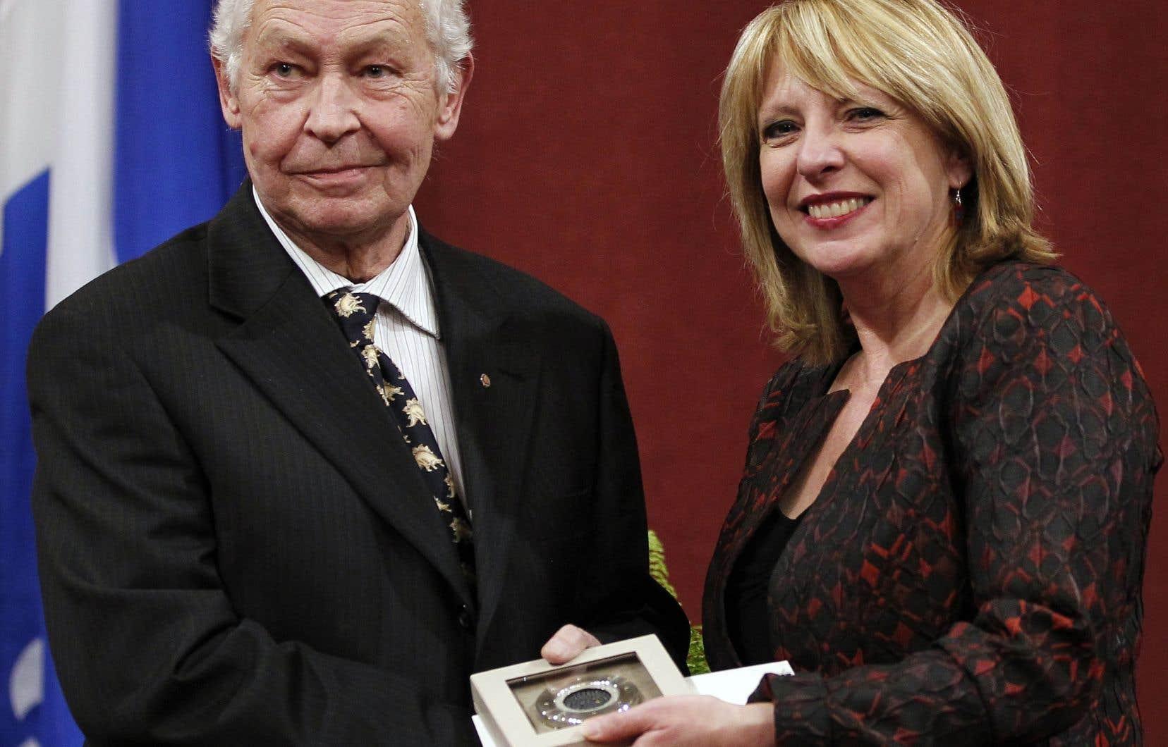 En 2010, Francois-Marc Gagnonrecevait le prix Gérard-Morissetdes mains de la ministre de la Culture et des Communications de l'époque, Christine St-Pierre.<br />
