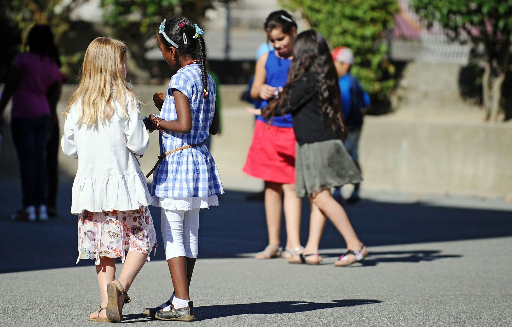 Selon la philosophe Catherine Kintzler, l'école est consubstantielle à la laïcité. Car l'école est un lieu où chacun est appelé à construire sa propre autorité.
