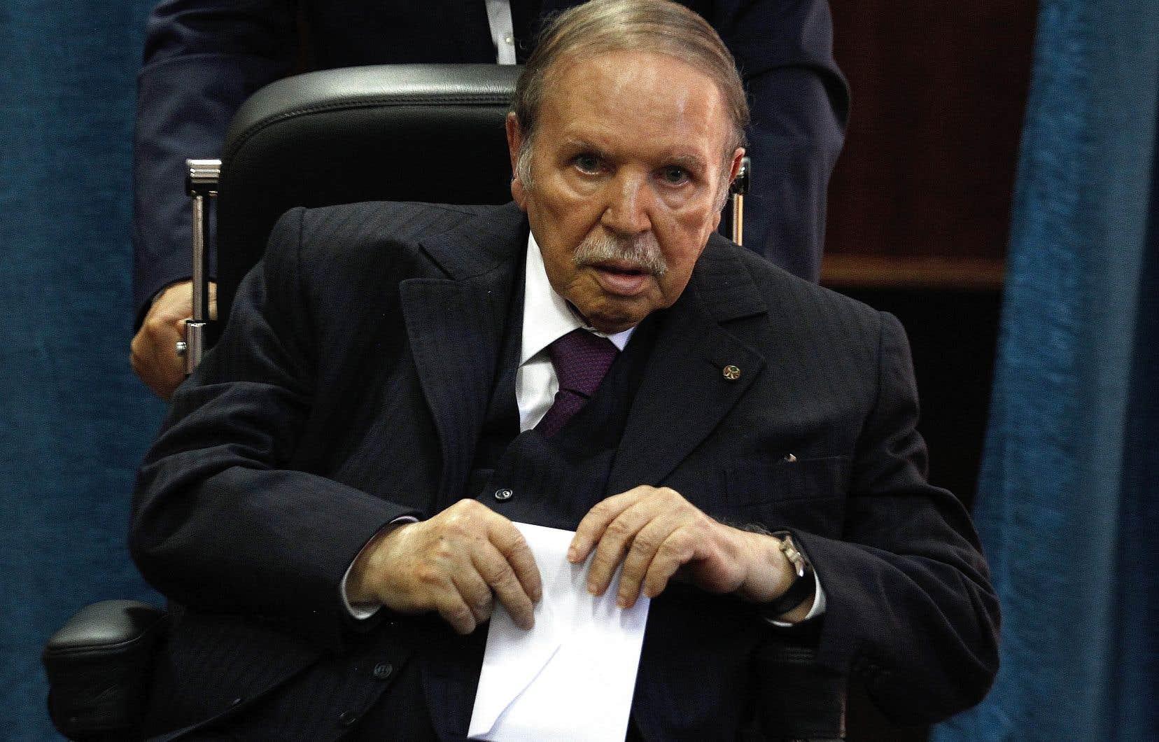 Depuis plus d'un mois, les manifestants réclament le départ d'Abdelaziz Bouteflika, mais aussi celui de son entourage et plus largement celui du «système» au pouvoir.