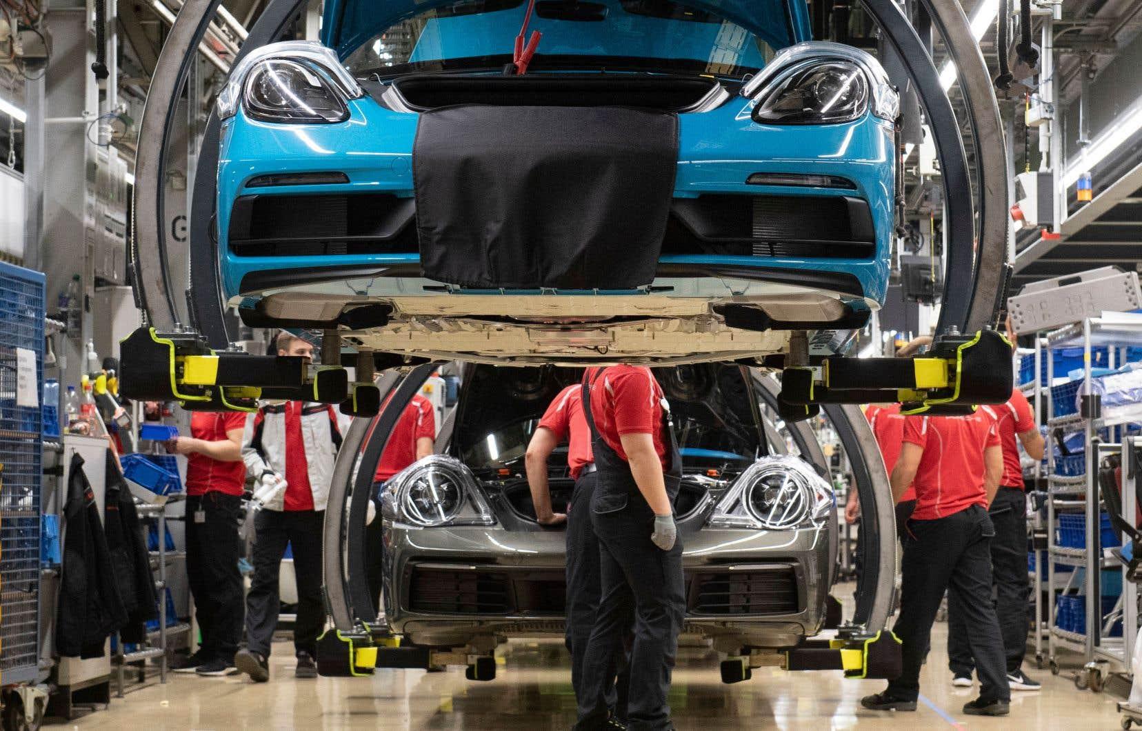 Donald Trump a réitéré récemment sa menace d'imposer d'autres tarifs, cette fois sur les importations d'autos étrangères. Une telle mesure serait extrêmement dommageable pour le commerce et l'économie mondiale, ont prévenu mardi les économistes de l'OMC.