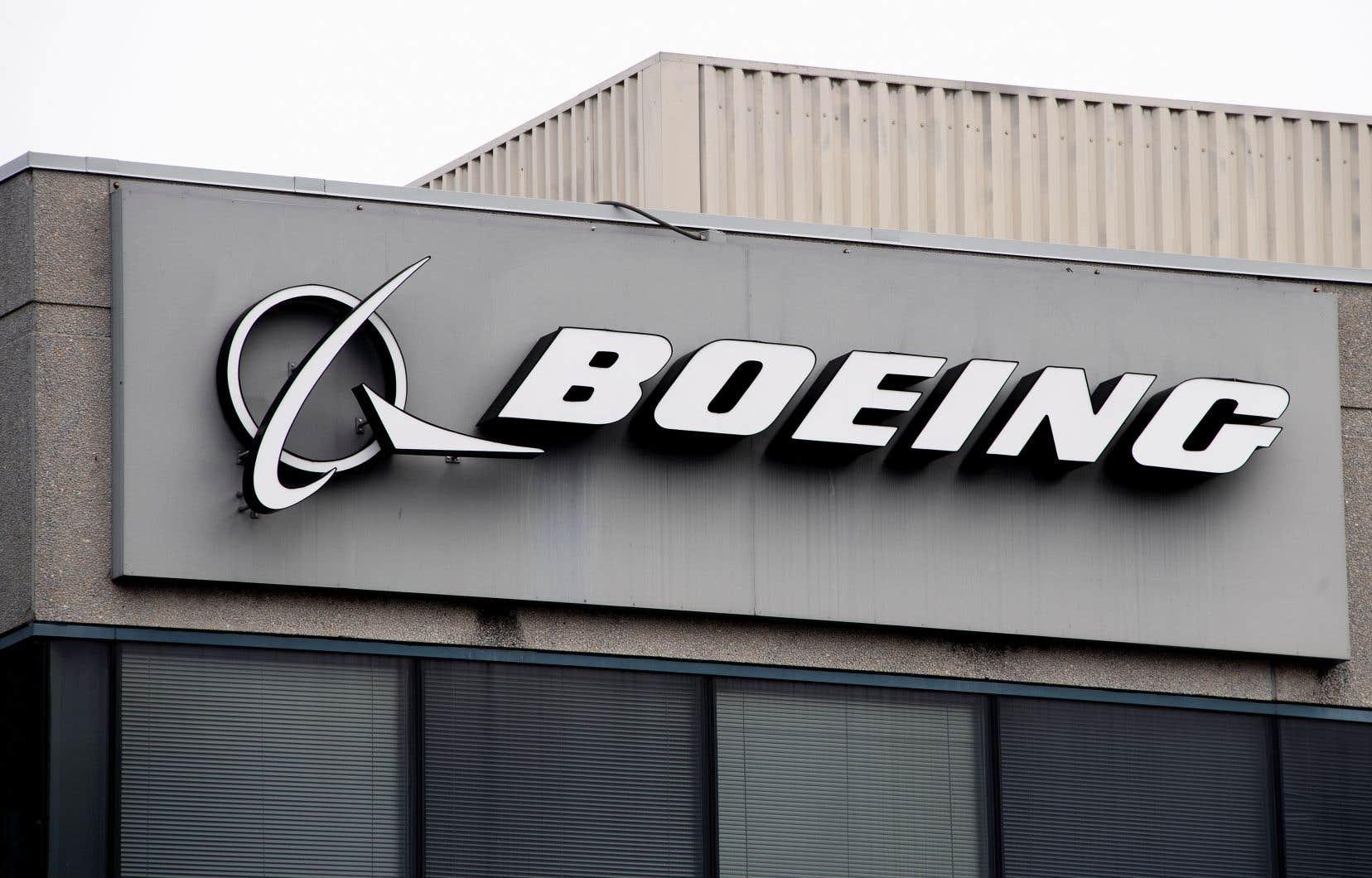 Dans une consigne adressée aux équipages, Boeing expliquait qu'une erreur de la sonde AOA pouvait conduire le MCAS à mettre brutalement l'avion en «piqué» (nez vers le sol).