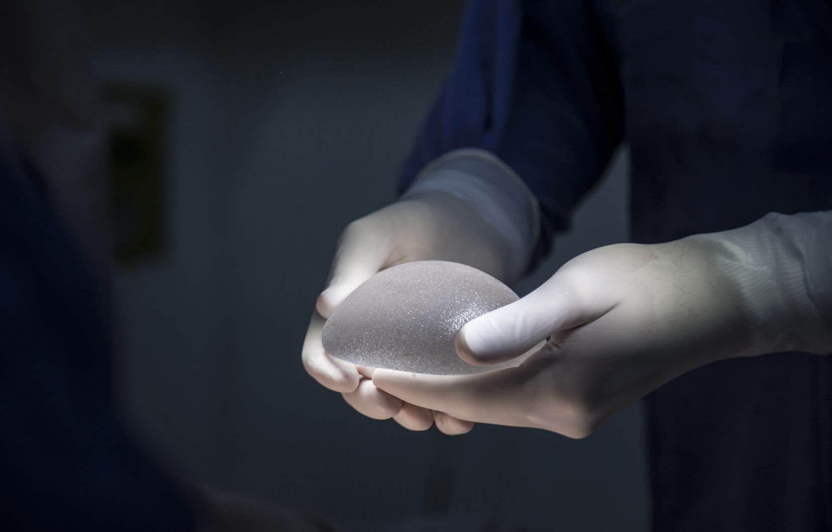 Santé Canada donne 15 jours à Allergan pour soumettre «toute nouvelle preuve» pour prouver que les implants Biocell sont sécuritaires.