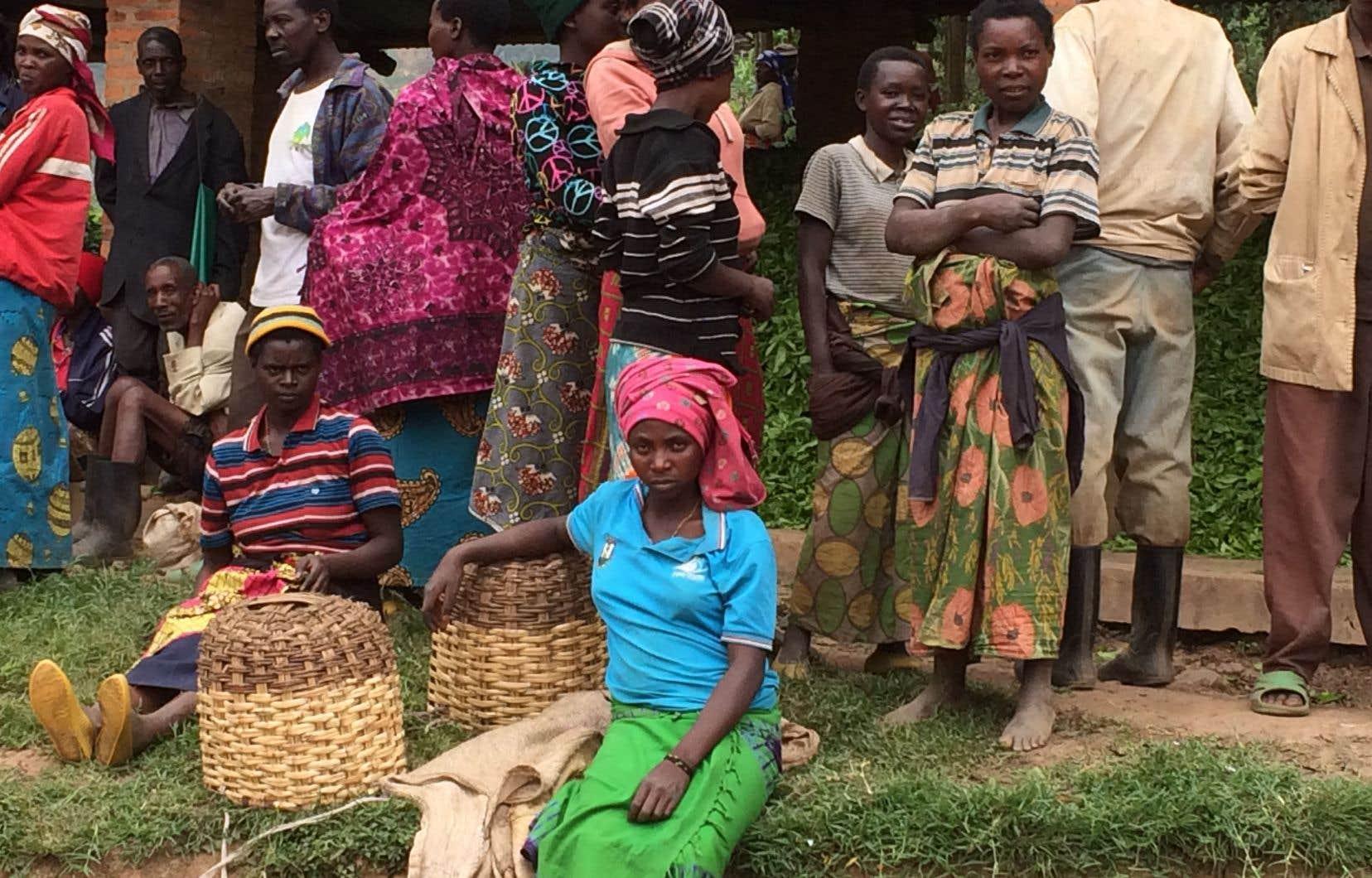 Avec beaucoup d'empathie, Alain Stanké a fait le voyage au Rwanda pour essayer de comprendre comment se reconstruit un pays ravagé par un élan sanguinaire aussi féroce.